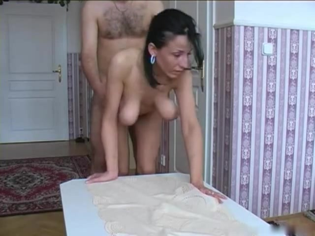 fille sexy a gros sein jeune salope sur la plage